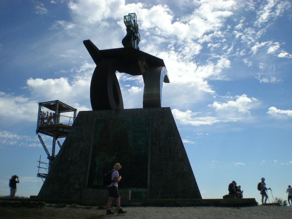 El monumento al peregrino en el Monte do Gozo